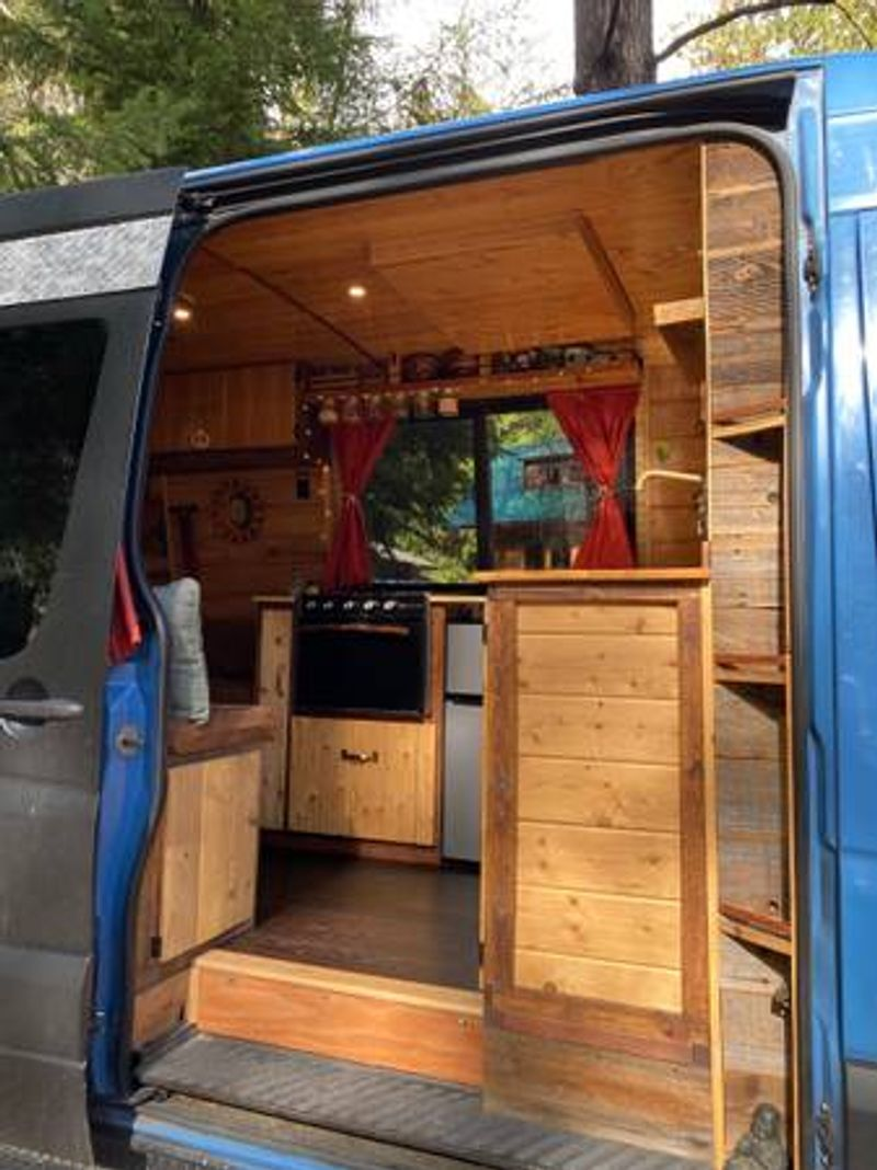 Picture 5/9 of a 008 Beautiful Mercedes Sprinter Conversion for sale in Palmdale, California