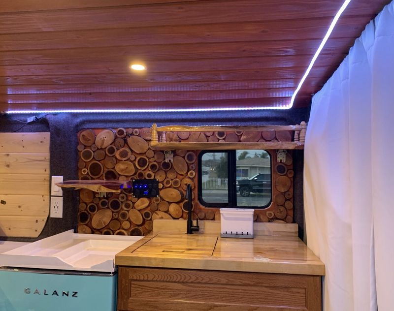 Picture 6/32 of a 2018 Dodge Promaster 136WB Low Roof for sale in Ontario, California