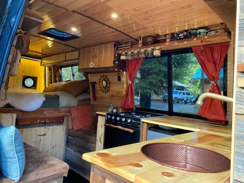 Picture 2/9 of a 008 Beautiful Mercedes Sprinter Conversion for sale in Palmdale, California
