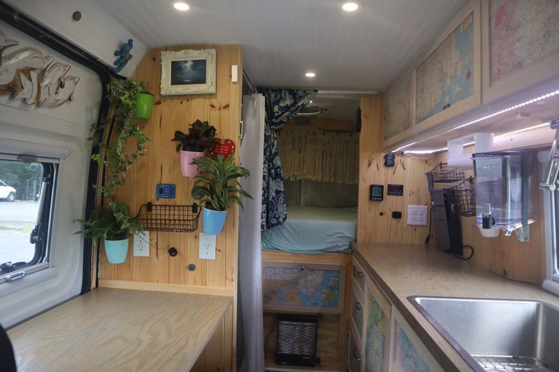 Picture 5/26 of a Fantastic, expertly converted camper van for sale in New Oxford, Pennsylvania