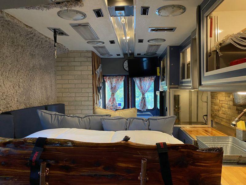 Picture 6/12 of a The MOOSE - Ultimate Ambulance Conversion -Seats 5 for sale in Cincinnati, Ohio