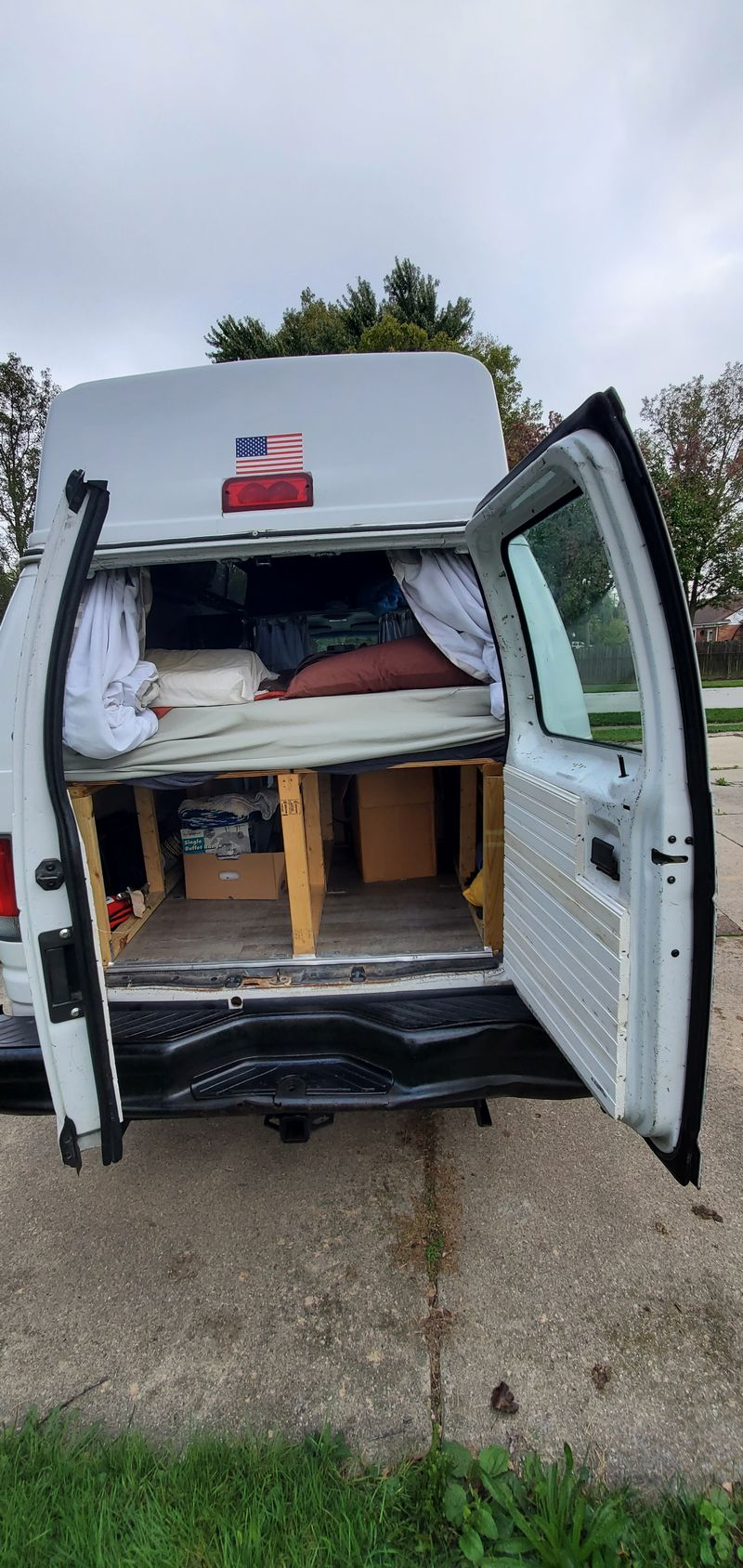 Picture 4/10 of a 2001 E250 econline high top for sale in Troy, Michigan