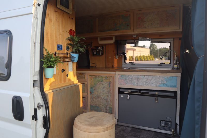 Picture 3/26 of a Fantastic, expertly converted camper van for sale in New Oxford, Pennsylvania