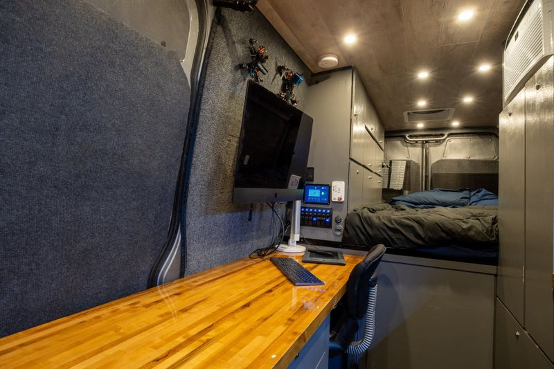 Picture 2/40 of a 2007 Sprinter with Office and AC! for sale in Jacksonville, Florida