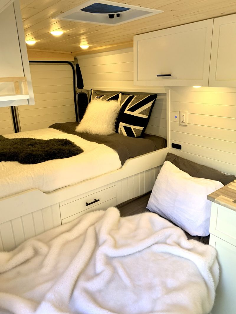 Picture 4/9 of a Spectacular 3-Passenger Camper in a 2014 Promaster for sale in Buffalo, New York