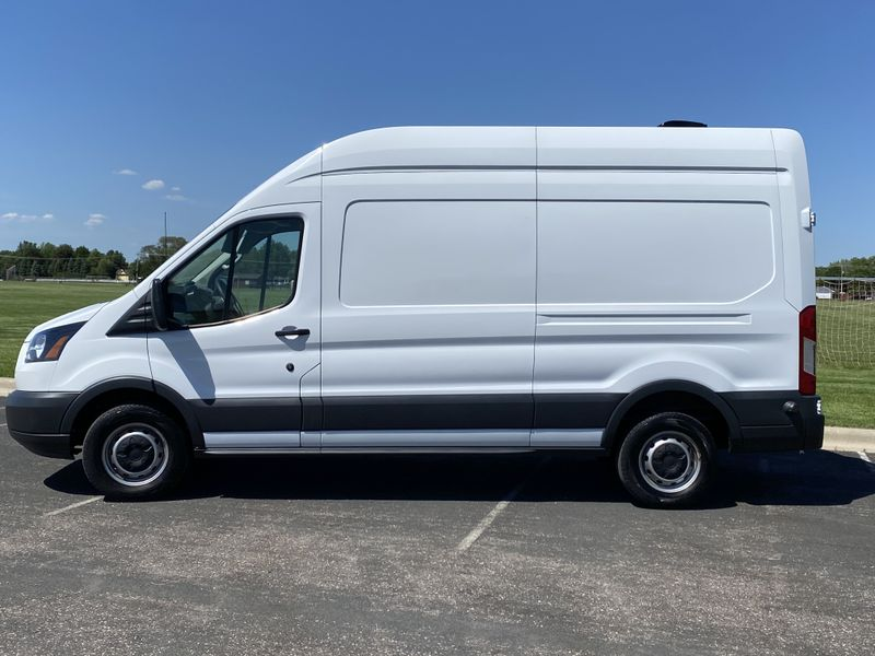 Picture 3/17 of a CLEAN 2018 T-250 High Roof, Ecoboost, 30k Miles for sale in Chicago, Illinois