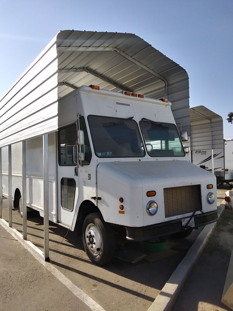 Picture 1/20 of a 2000 Frieghtliner MT-45 5.9 turbo all aluminum for sale in Tulare, California