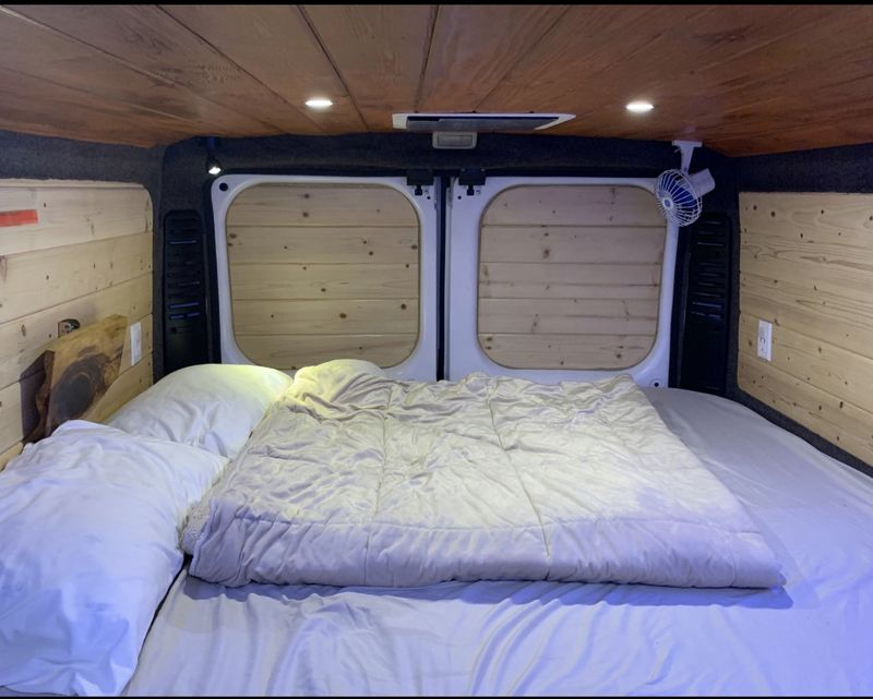 Picture 2/32 of a 2018 Dodge Promaster 136WB Low Roof for sale in Ontario, California