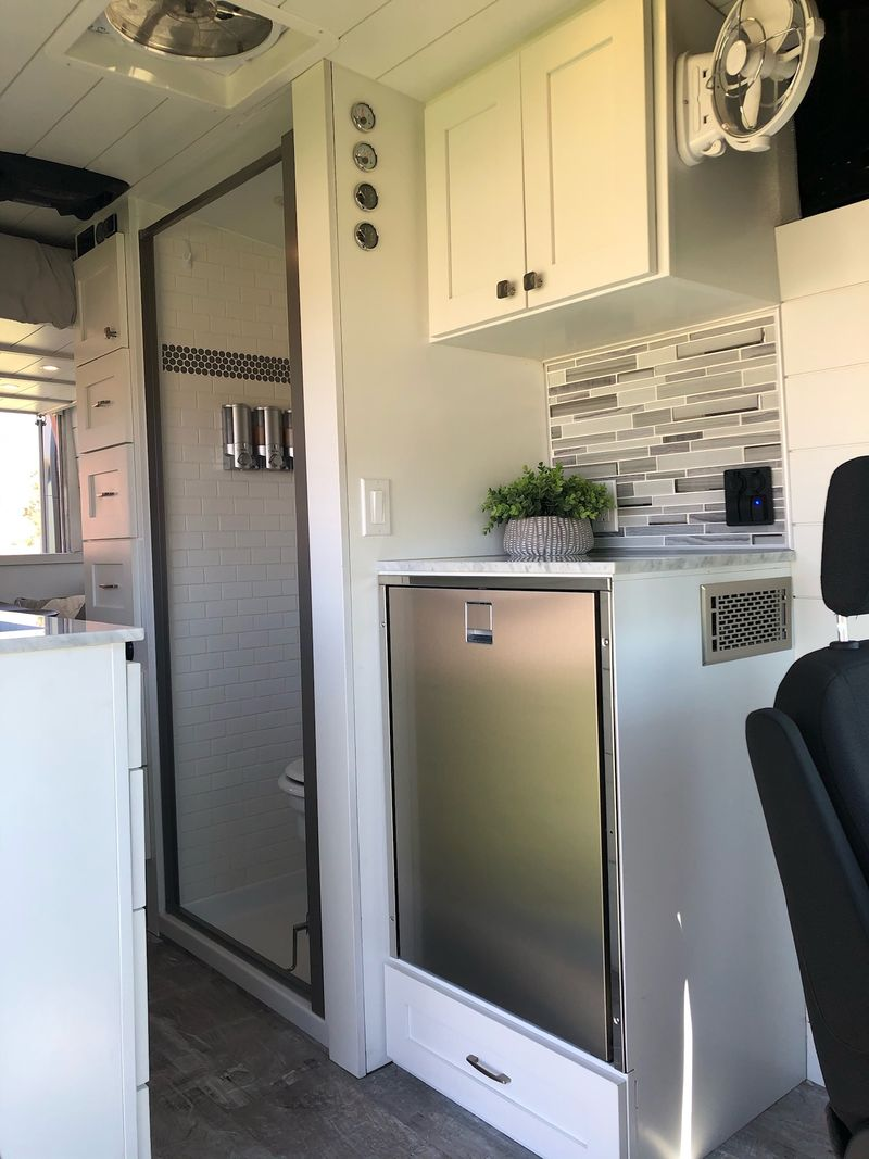 Picture 3/12 of a A/C 640 watts, shower, Electric Bed, Sleeps four, for sale in Rockland, Idaho