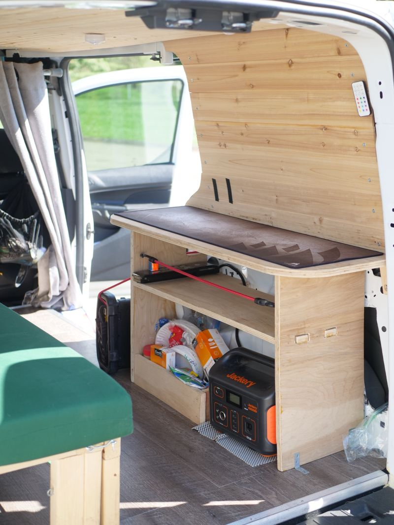 Picture 5/15 of a Ford Transit Connect LWB XL for sale in East Pittsburgh, Pennsylvania
