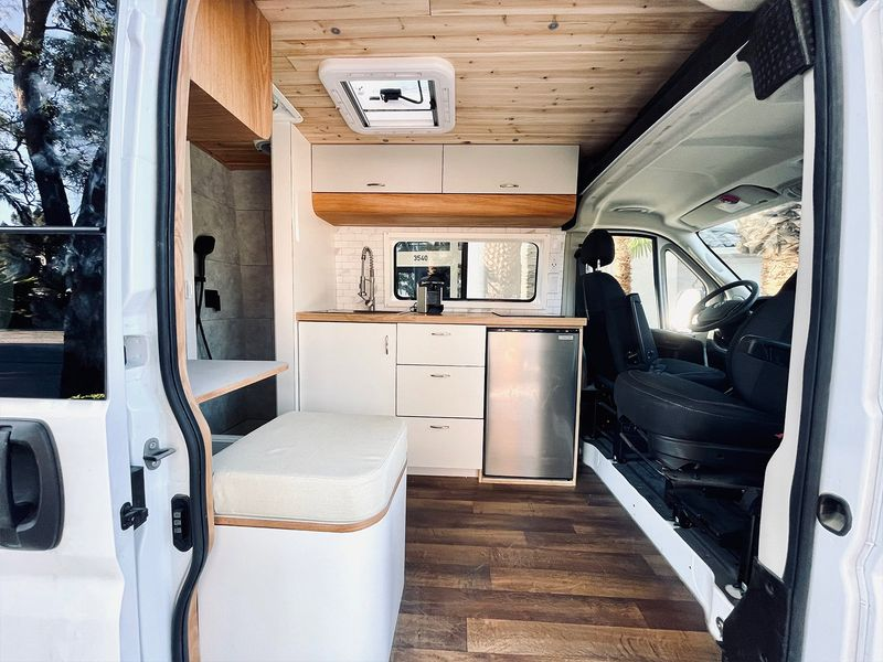 Picture 3/9 of a Joe - The home on wheels by Mybushotel for sale in Las Vegas, Nevada