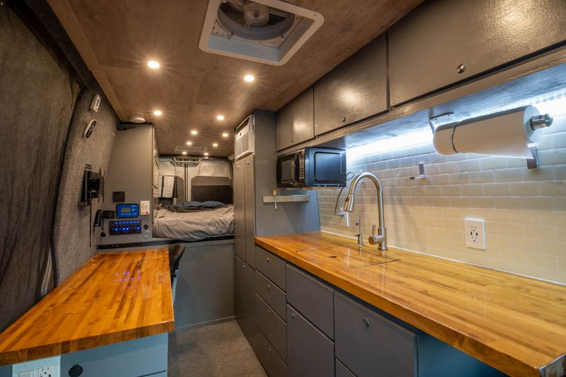 Picture 1/40 of a 2007 Sprinter with Office and AC! for sale in Jacksonville, Florida