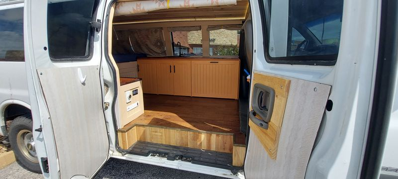 Picture 2/19 of a 2001 Chevy Express 3500 Campervan for sale in Saint Charles, Missouri