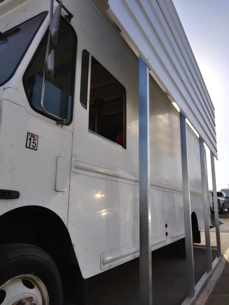 Picture 3/20 of a 2000 Frieghtliner MT-45 5.9 turbo all aluminum for sale in Tulare, California