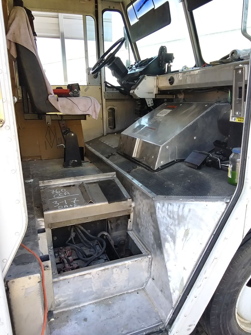 Picture 2/20 of a 2000 Frieghtliner MT-45 5.9 turbo all aluminum for sale in Tulare, California